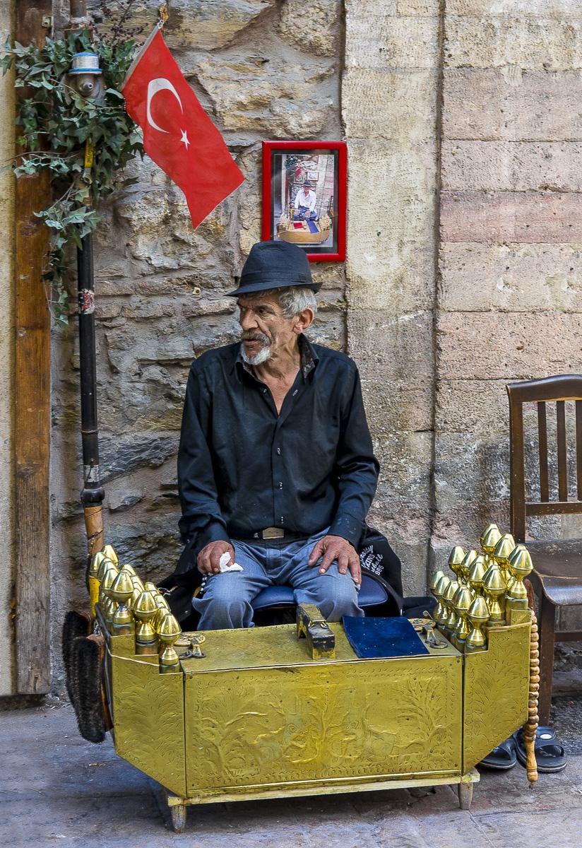 Shoe Shine Man, Istanbul, Turkey